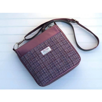 The Button Lock Bag from Sewing Patterns by Mrs H - made by Quilt Angel Creations - back