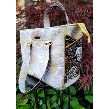 The Piped Pocket Tote made by VarnaElaine Nolen