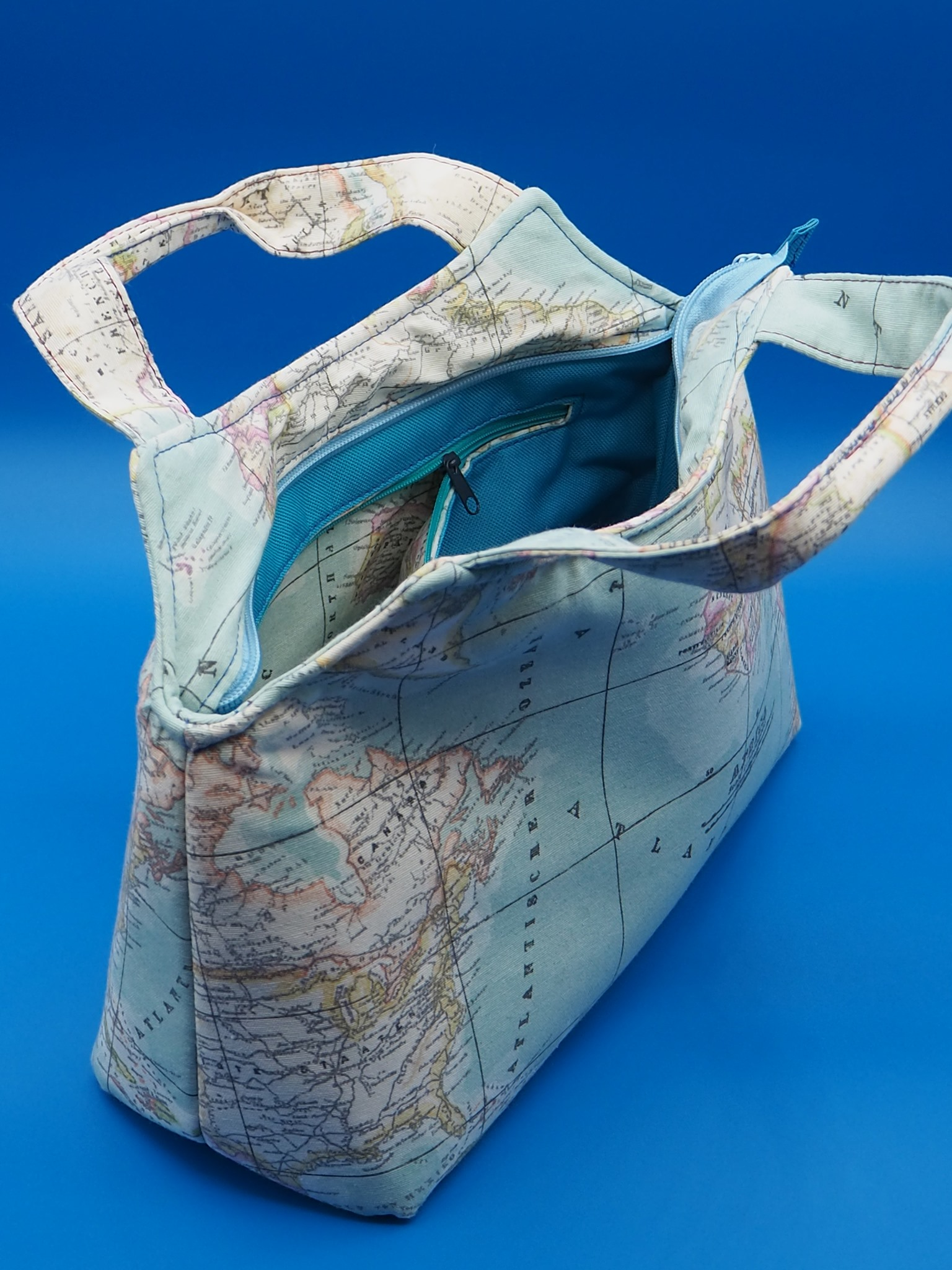 The Hope Handbag from Sewing Patterns by Mrs H, made by Laura Aarsen of Double Dutch Stitching